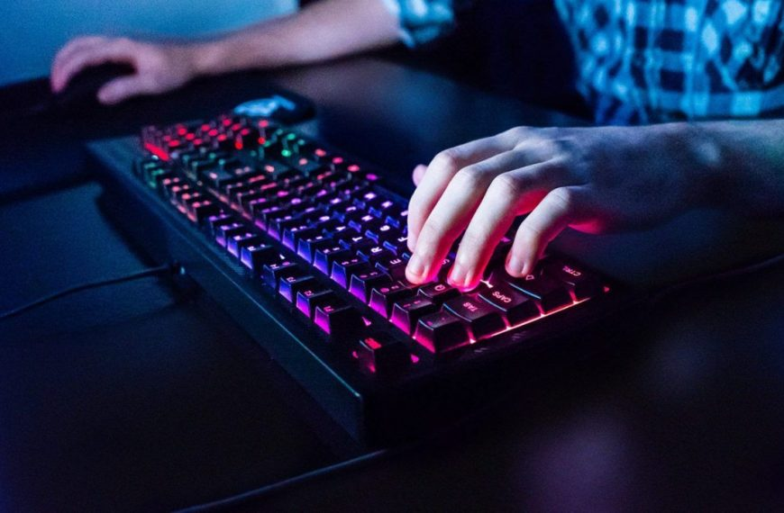 The Top 10 Best Keyboards For League of Legends – Review